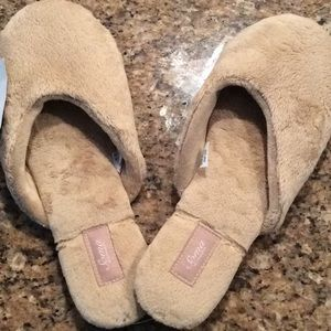 Soma cozy luxe fluffy scruffy slippers, large, nwt